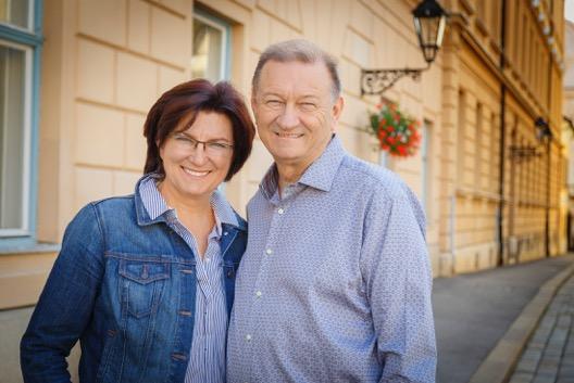 Jerry & Zuzanna Low